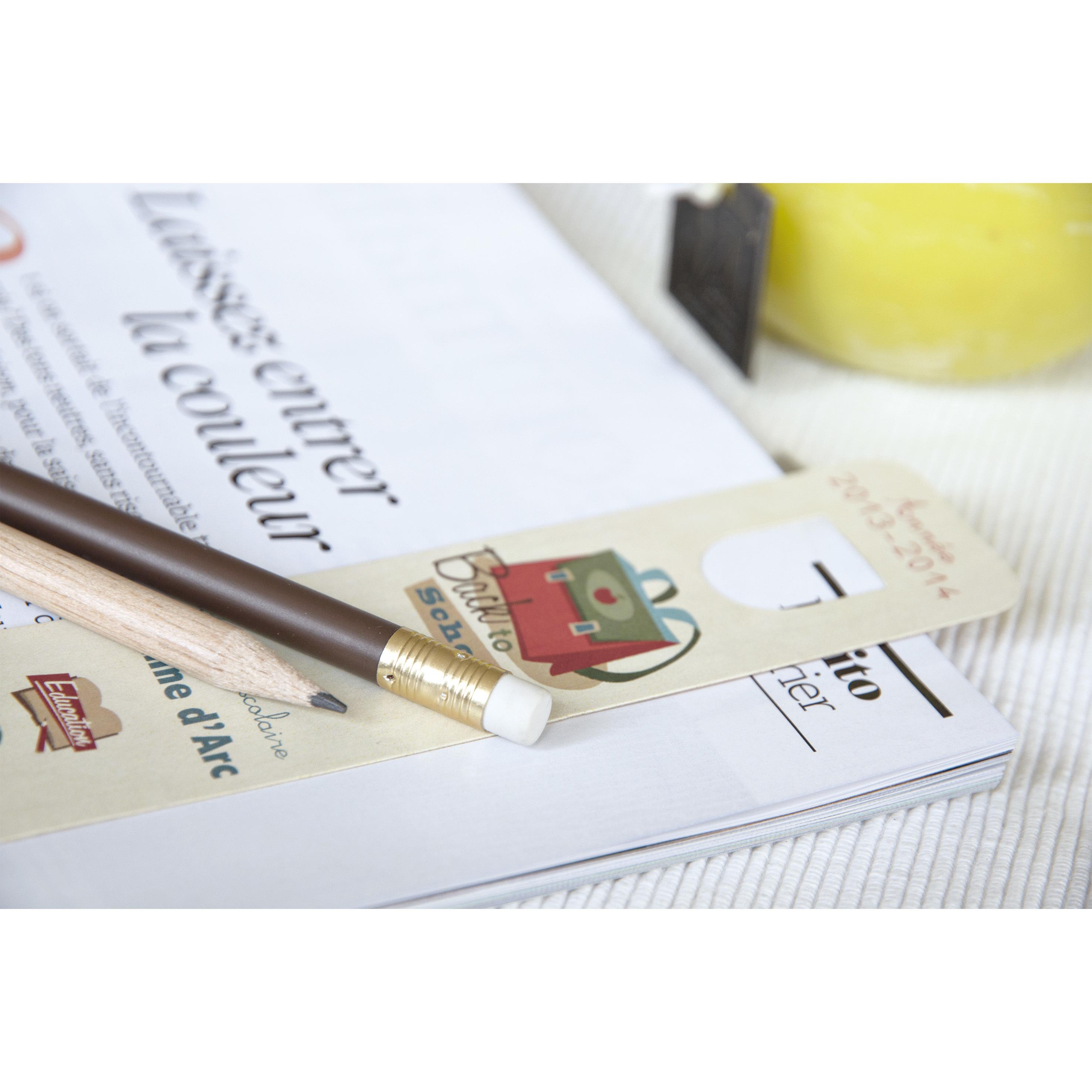 Marque-page et crayon