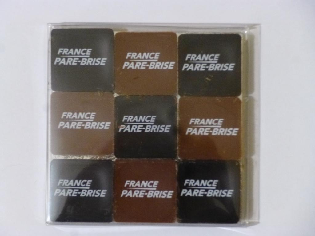 Boite transparente 9 chocolats