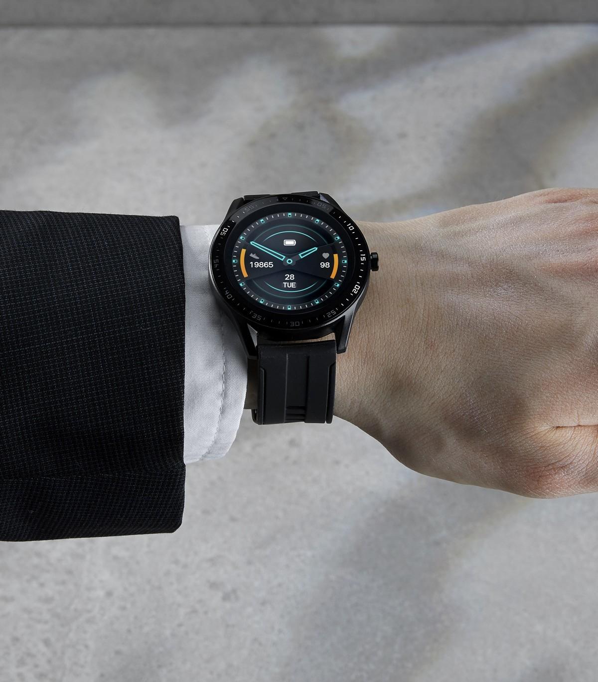 Montre connectée moderne avec écran LCD TFT